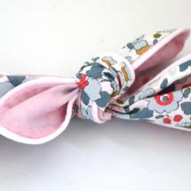 Bandeau Liberty Betsy porcelaine, doublure rose et passepoil pétale